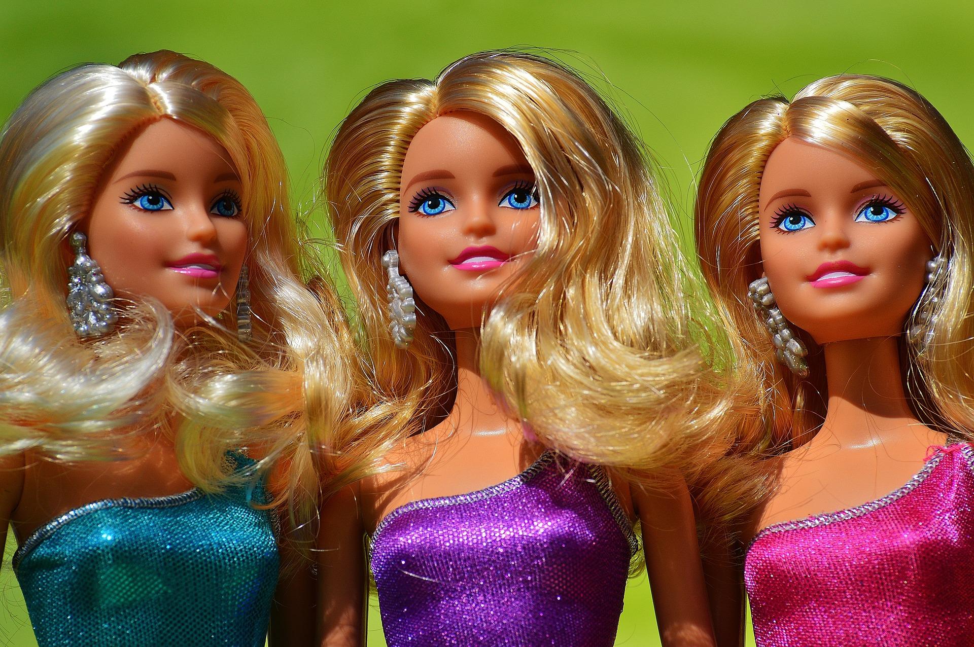 Barbie eleganti Foto di 🎄Merry Christmas 🎄 da Pixabay
